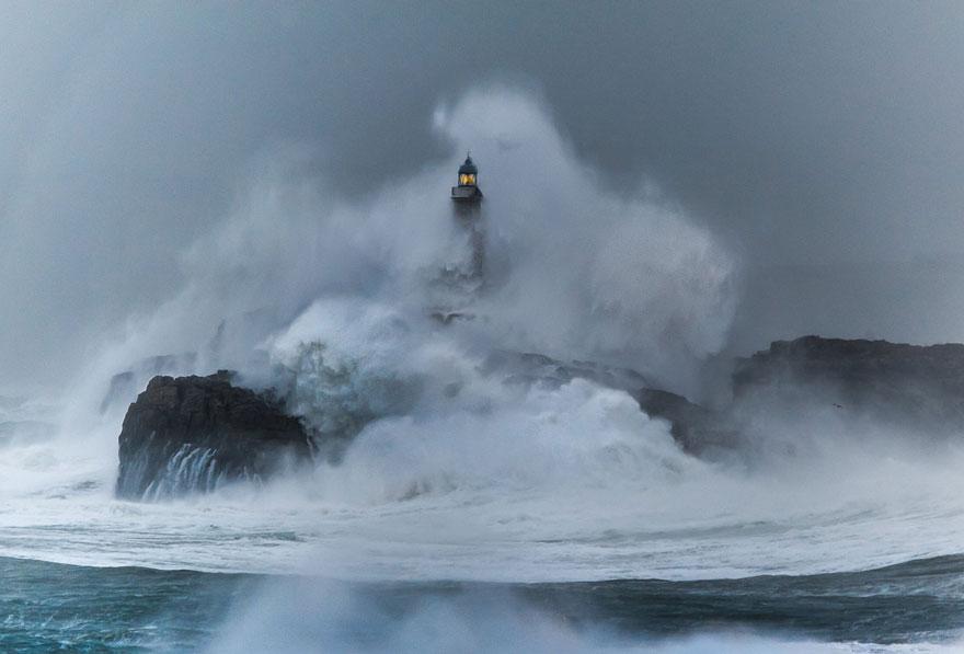 amazing-lighthouse-landscape-mmagazin23