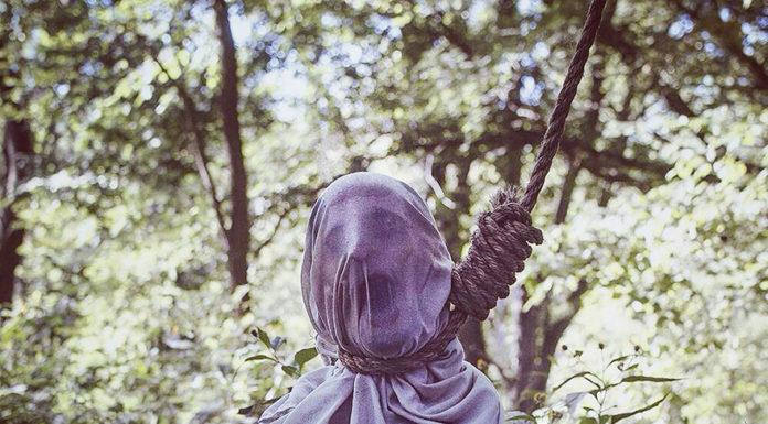 Strašidelné umenie - V lese lietajú hlavy bez tela 3