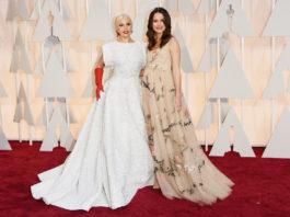Čo mali oblečené celebrity na odovzdávaní Oscarov 2015? 1