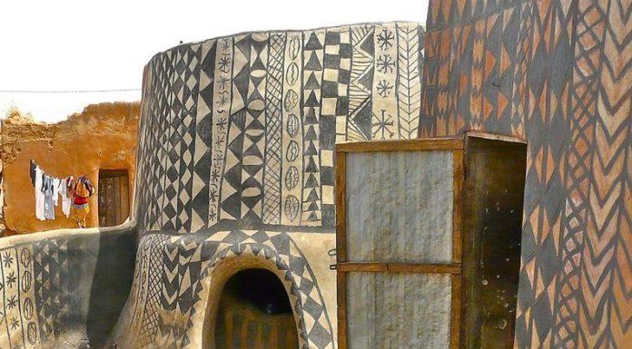 Africká dedina, v ktorej je každý dom úžasným umeleckým dielom 15