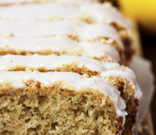 Zdravý grécky jogurtovo-citrónový koláč s makom