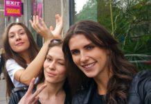 Krásne selfies modeliek počas castingu na veľkolepú módnu show v rámci finále Eurovízie 10