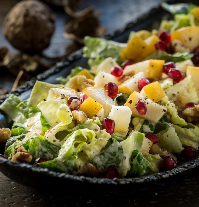 Jesenný hruškový raw šalát s vlašskými orechmi, granátovým jablkom a javorovým dijónskym dressingom 1