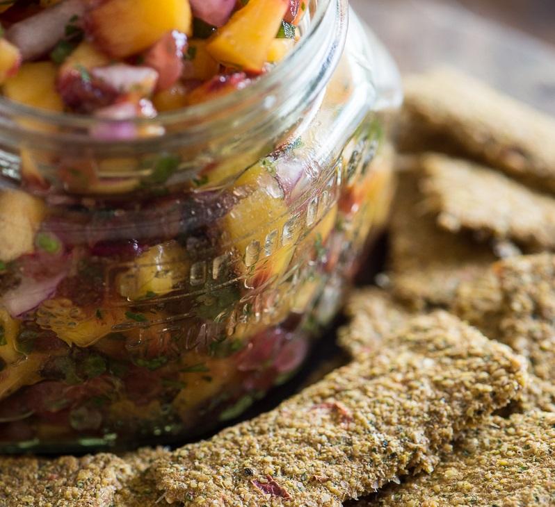 Broskyňová salsa a vegetariánske raw sušienky 3