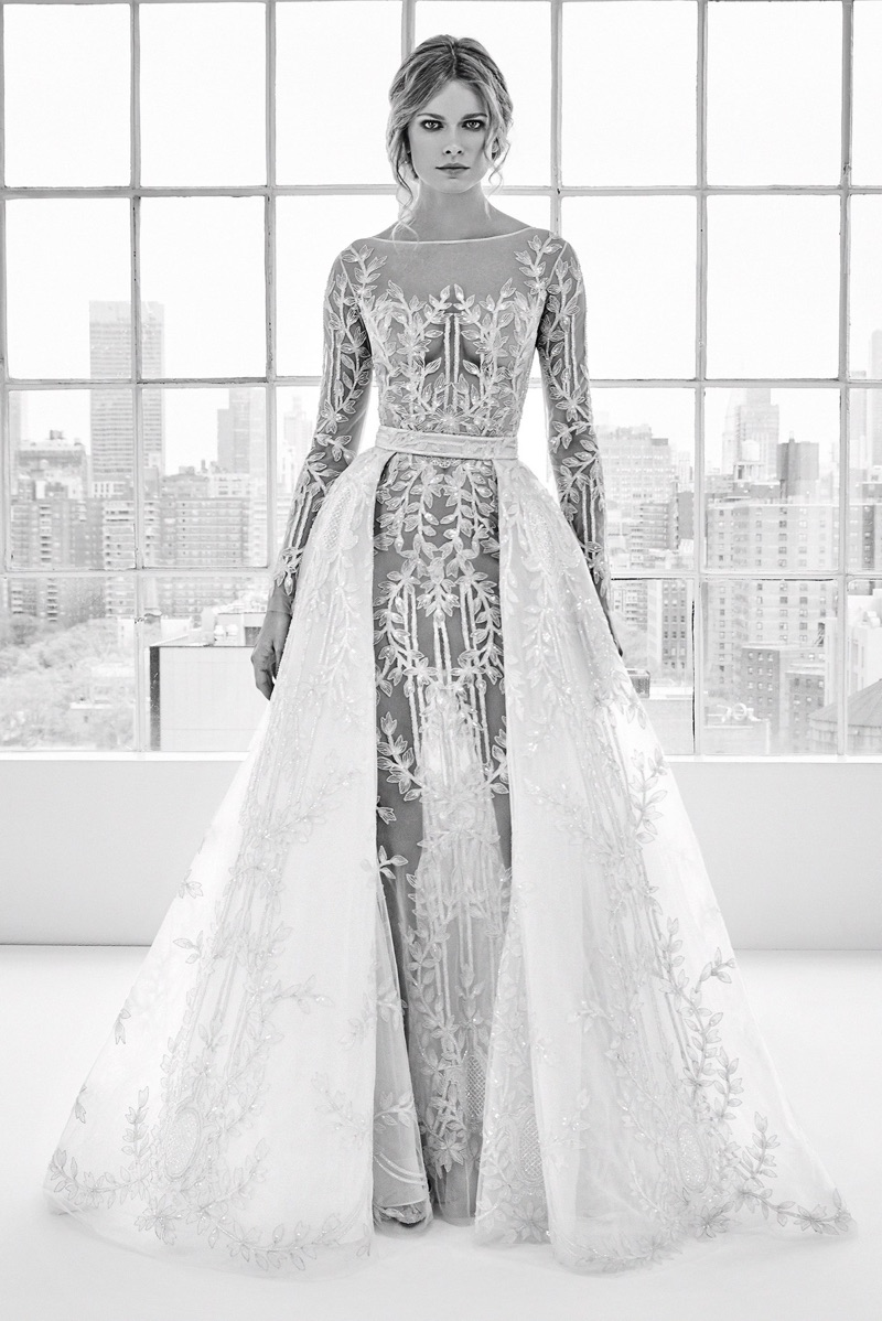 """5b5233f4bca4 Model """"Dory"""" predstavuje vyšívané šaty z najnovšej kolekcie jar leto 2018"""