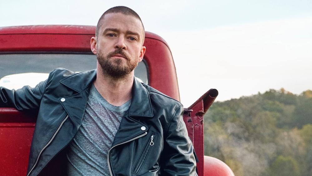 0ef729912 V tejto oblasti podnikajú aj známe celebrity. Populárny spevák Justin  Timberlake vyrába z použitých plastov obuv, herec Leonardo Di Caprio sa ...