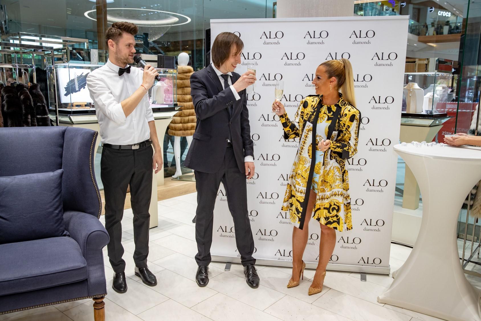 56b8a858b01c Dominika Cibulková pokrstila nový butik ALO diamonds!!! V akom ...